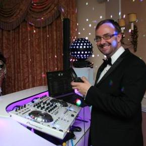 DJ Les Dickens - DJ , West Sussex,  Wedding DJ, West Sussex Karaoke DJ, West Sussex Mobile Disco, West Sussex Party DJ, West Sussex