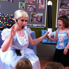 Awesome Annies Parties - Children Entertainment , London,  Children's Magician, London Balloon Twister, London Face Painter, London Children's Music, London Clown, London