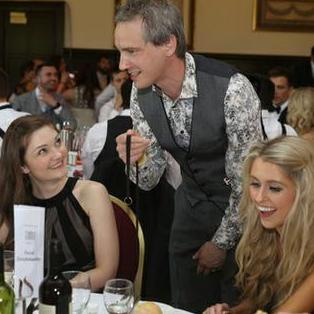 Martin Hinchliffe : Close Up Magician Table Magician