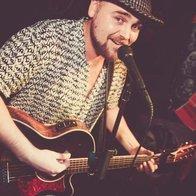 Brett Sinclair Singing Guitarist