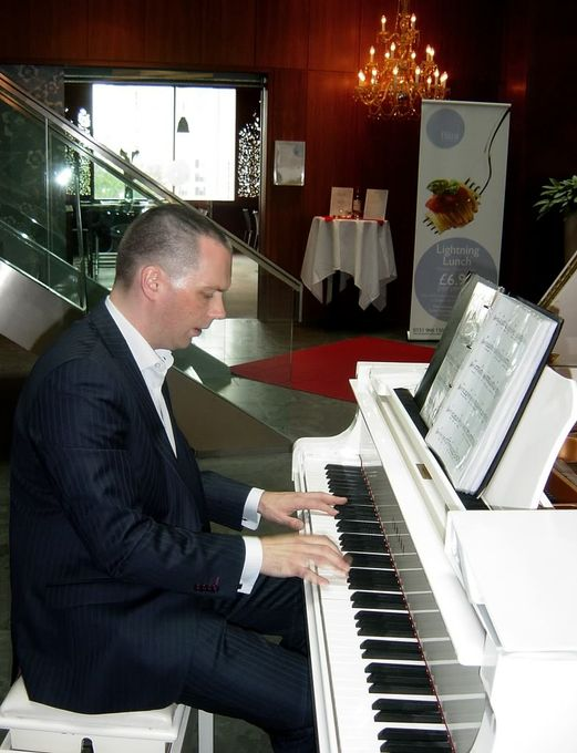 Piano Pete - Live music band Solo Musician  - Widnes - Cheshire photo