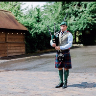 Royale Piper Bagpiper