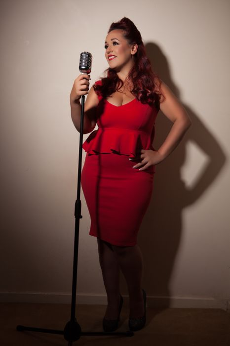Holly Jayne Vocalist - Live music band , London, Singer , London,  Function & Wedding Band, London Wedding Singer, London Live Solo Singer, London Vintage Singer, London Soul Singer, London R&B Singer, London