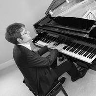 Tom Kelsey Pianist