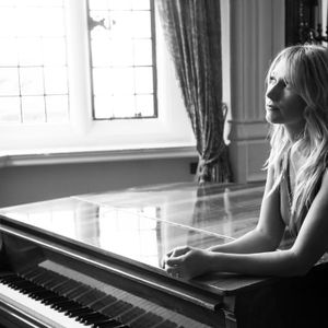 Laurel Grace - Singer , High Wycombe, Solo Musician , High Wycombe,  Wedding Singer, High Wycombe Pianist, High Wycombe Live Solo Singer, High Wycombe Singing Pianist, High Wycombe