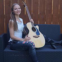 Rachel Makena Singing Guitarist