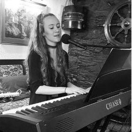 Vicky Callow - Singer , Launceston, Solo Musician , Launceston,  Wedding Singer, Launceston Live Solo Singer, Launceston Pianist, Launceston Singing Pianist, Launceston