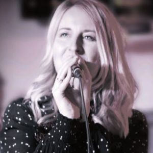 Alice Vane - Bespoke Singer Acoustic Band
