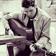 SI - Singer/Guitarist Singing Guitarist