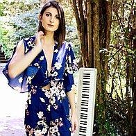 LORA MUSIC Singing Pianist