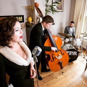 The Red Hot Rags -  Energetic Swing & Vintage Jazz Band Singer