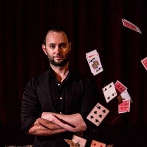 Joel Bentley Close Up Magician