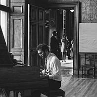 Oliver Roper Solo Musician
