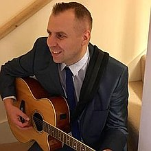 Gavin Clarke - Solo Singer/Guitarist  Singing Guitarist