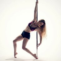 Eimer_pole Dance Instructor