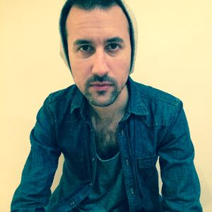 Simon Kaviani - Singer , Twickenham, Solo Musician , Twickenham,  Singing Guitarist, Twickenham Wedding Singer, Twickenham Live Solo Singer, Twickenham
