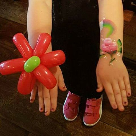 Belindas Face Art Balloon Twister