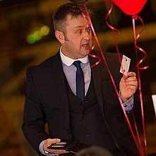 Mark Daynes Magician  Table Magician