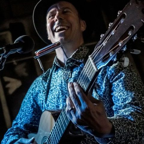 Rikki Thomas-Martinez - Solo Musician , Nottingham, Singer , Nottingham, World Music Band , Nottingham,  Singing Guitarist, Nottingham Live Solo Singer, Nottingham Latin & Salsa Band, Nottingham Singer and a Guitarist, Nottingham