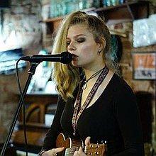 Jasmin Kalli Solo Musician