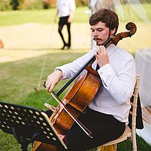 Niklas Henderson Cellist