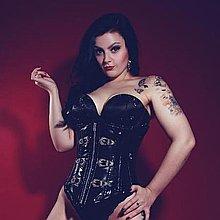 Mynxie Monroe Burlesque Dancer