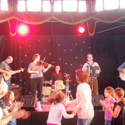 Swing The Bridge Folk Band