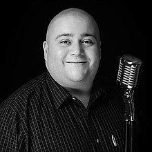 Tom Holt Singer
