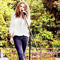 Tara Salerno Singing Pianist
