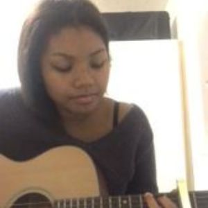 Zoe Owusu Singing Guitarist