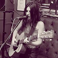 Sammi Elston Singing Guitarist