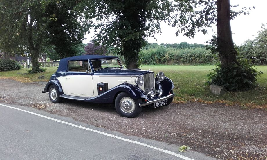 Wedding Car Hire Burton - Vintage & Classic Wedding Car Burton On ...