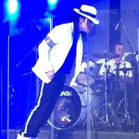 "Michael Jackson "" The Return "" with dancers & live Band Wedding Singer"