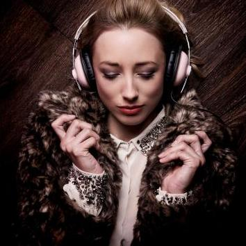 DJ Gems - DJ , London, Singer , London,  Wedding DJ, London Party DJ, London Club DJ, London