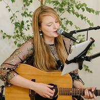 Lauraspaperheart Singing Guitarist