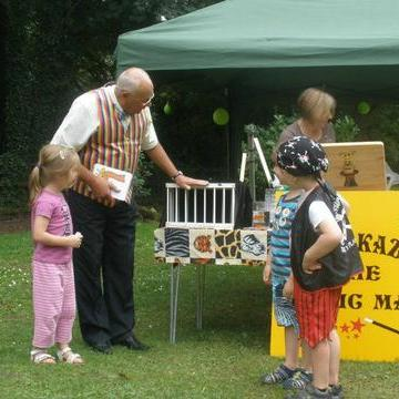 Arnie Kazam - Magician , Caldicot, Children Entertainment , Caldicot,  Close Up Magician, Caldicot Children's Magician, Caldicot