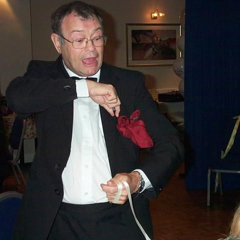 Tony Chestnut Balloonertainer - Magician , Gillingham, Children Entertainment , Gillingham,  Children's Magician, Gillingham Balloon Twister, Gillingham