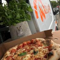 La Cabina Pizza Van