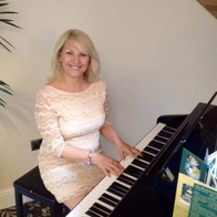 Lynne Fox Pianist / Singer The Fylde Coast Pianist / Singer Rat Pack & Swing Singer