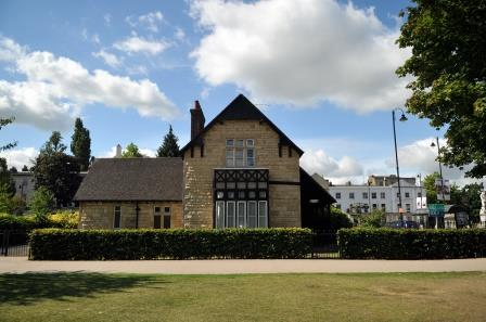 Montpellier Lodge for hire
