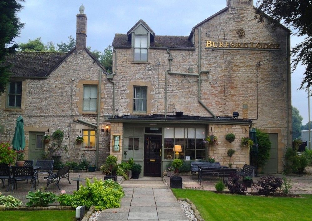 Burford Lodge for hire