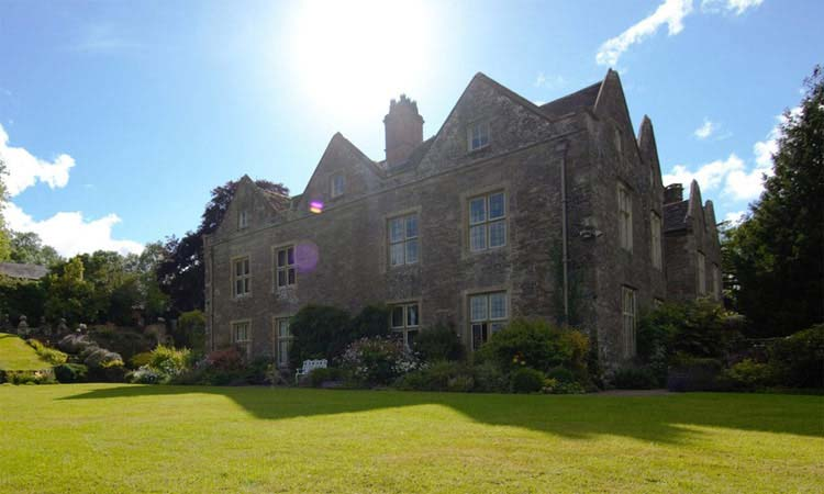 Llanvihangel Court for hire