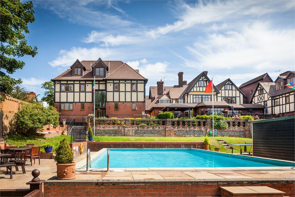 De Rougemont Manor for hire